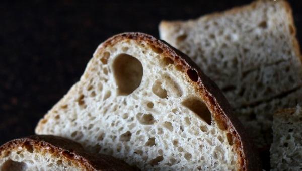 Как размягчить черствый хлеб в микроволновке?