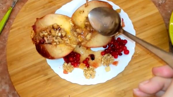 запеченные в микроволновке яблоки для кормящей мамы фото 7
