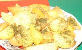картошка в микроволновке по-деревенски фото 1