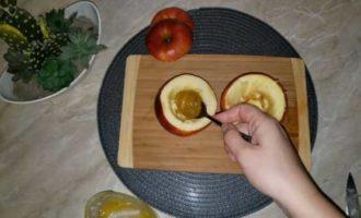 запеченные яблоки с медом в микроволновке фото 5