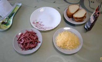 горячие бутерброды в микроволновке с колбасой и сыром фото 1