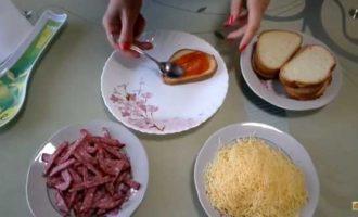 горячие бутерброды в микроволновке с колбасой и сыром фото 2