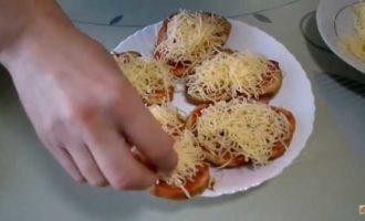 горячие бутерброды в микроволновке с колбасой и сыром фото 4