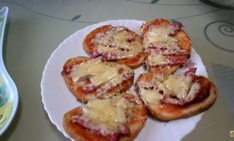 горячие бутерброды в микроволновке с колбасой и сыром фото 6