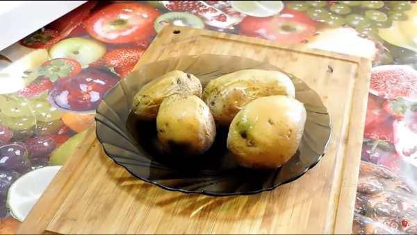 как запечь картофель в микроволновке в мундире целиком фото 5
