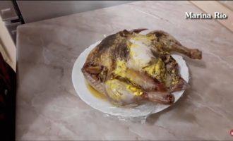 как приготовить курицу в микроволновке целиком фото 10