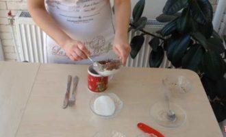 шоколадный кекс в микроволновке в кружке фото 2