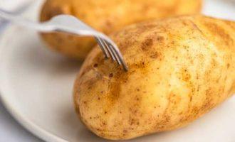 как запечь картошку в микроволновке фото 3